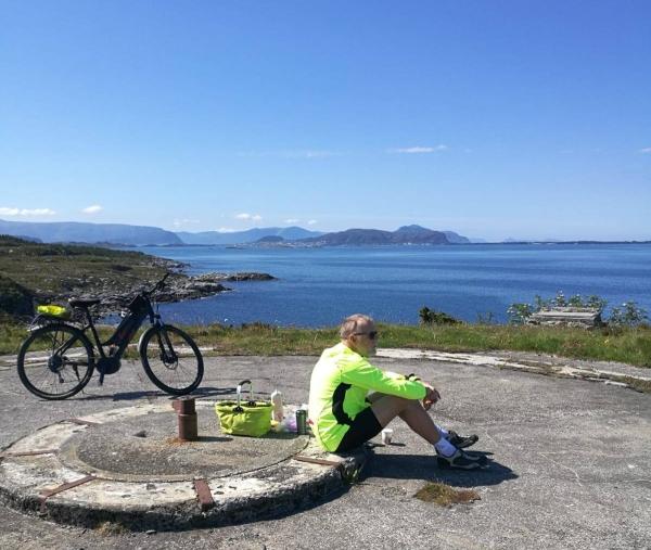 Med sykkel på Sunnmørskysten